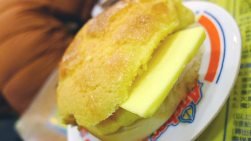 KAM WAH CAFE PINEAPPLE BUN Hong Kong Nomss.com Delicious Food Photography Healthy Travel Lifestyle