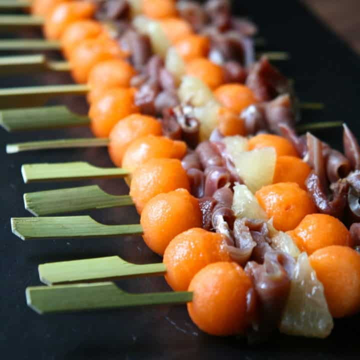 party finger foods BROCHETTE OF MELON SMOCKED DUCK BREAST AND PINK GRAPEFRUIT nomss
