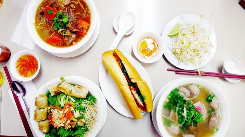Au Petit Cafe Vancouver | Banh Mi Beef Stew Pho 小小咖啡屋