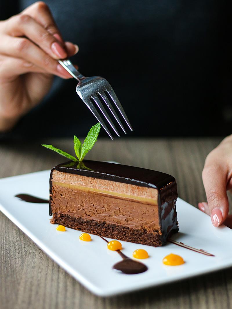 thesaltedvine_dinnermenu_valrhonachocolate