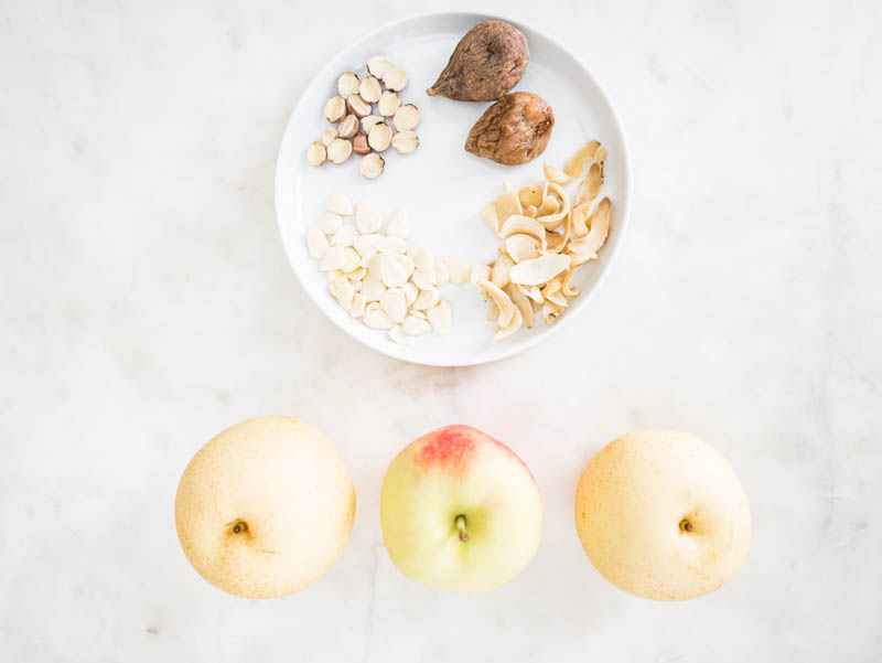 Autumn season, a drop in temperature and drier air calls for nourishing soup for the lungs. Apple and Snow Pear Soup 蘋果雪梨無花果瘦肉湯 is super quick and easy to make and is suitable for all ages! My toddler even drinks two bowls worth! 100% nutritious. Zero fillers! The sweet tastes come from apples, snow pears and dried figs!Naturally, our skin becomes driers, and lips get chapped. Although topical skincare is essential, it is more important to nourish and moisturize from within.#APPLES #SNOWPEARS #AUTUMNSOUP #SOUPWEATHER #EASYSOUPRECIPES #CHINESERECIPES #CHINESESOUPS #秋冬進補 #潤肺 #清熱 #雪梨 #蘋果 #百合 #蓮子 #南北杏 #eatseasonally #fallharvest #soupweather #instanomss