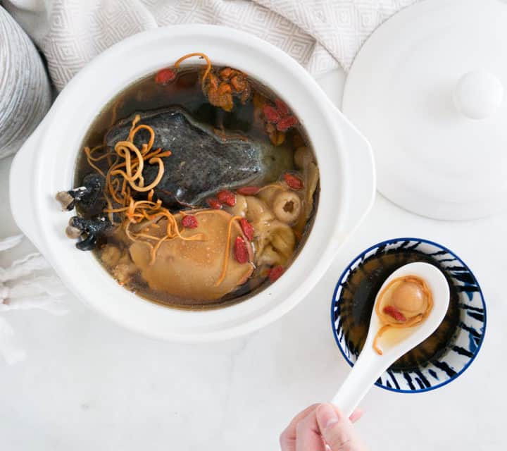 Silkie Chicken Cordyceps Soup with Fish Maw and Conch 蟲草花花膠响螺煲烏雞湯