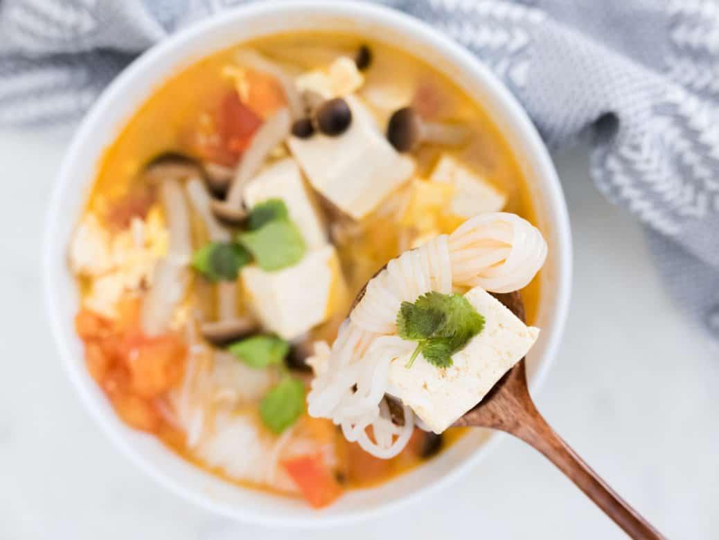 10 Minute Tomato Tofu Soup Recipe 蕃茄真姬菇豆腐湯食譜減肥餐