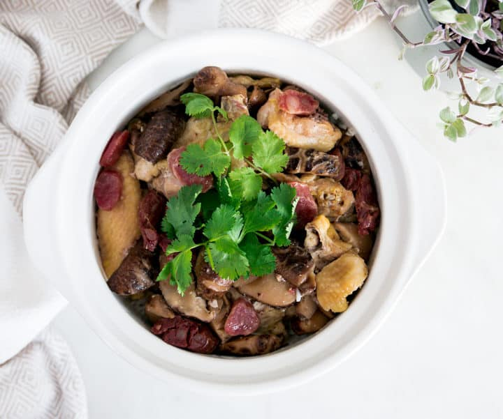 Steamed Chicken with Chinese Mushrooms and Sausages Claypot Rice 臘腸冬菇滑雞煲仔飯